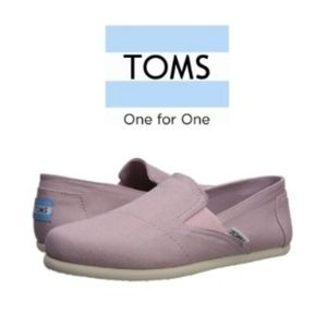 2×$40 Woman Toms Shoes bnwt